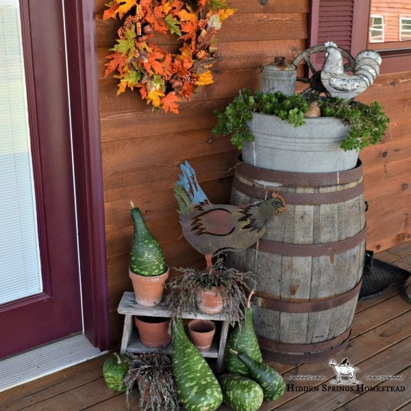 13 Fall Porch Decor DIY ideas. Decorating the porch for fall does not have to be complicated. These 13 simple, yet beautiful ideas for your fall porch decor a warm cozy welcome. Pumpkins, Hay Bales, and Mums. All make beautiful DIY fall porch decorations.