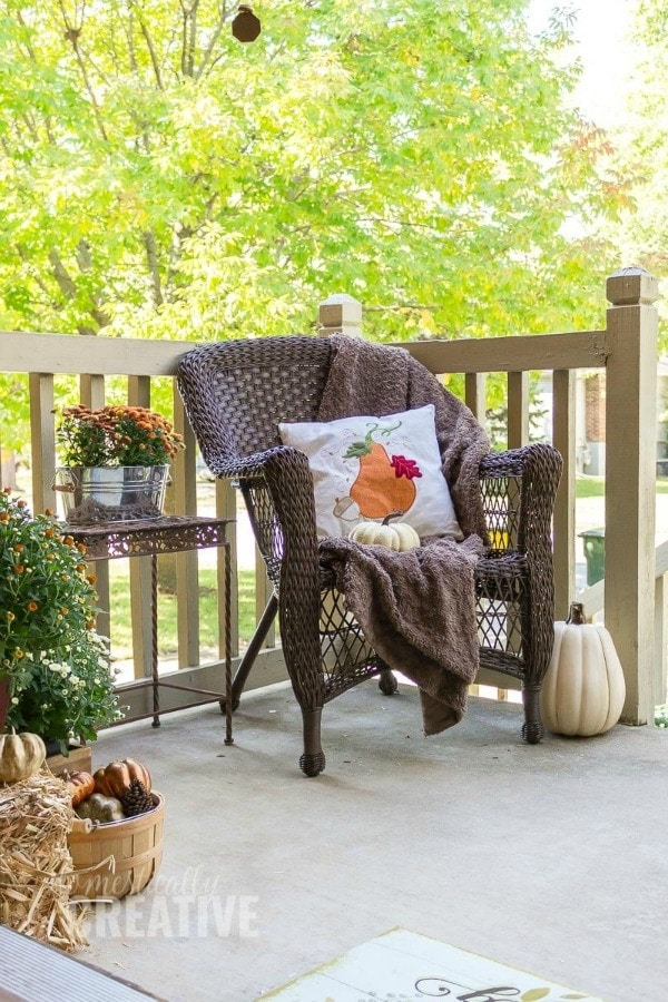 Fall front porch decor idea. Rustic idea that is very simple and easy to create. This decor by the front entry is definitely a warm welcome to your home.
